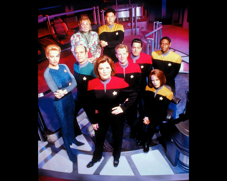 2011-12-06_Voyager_Cast